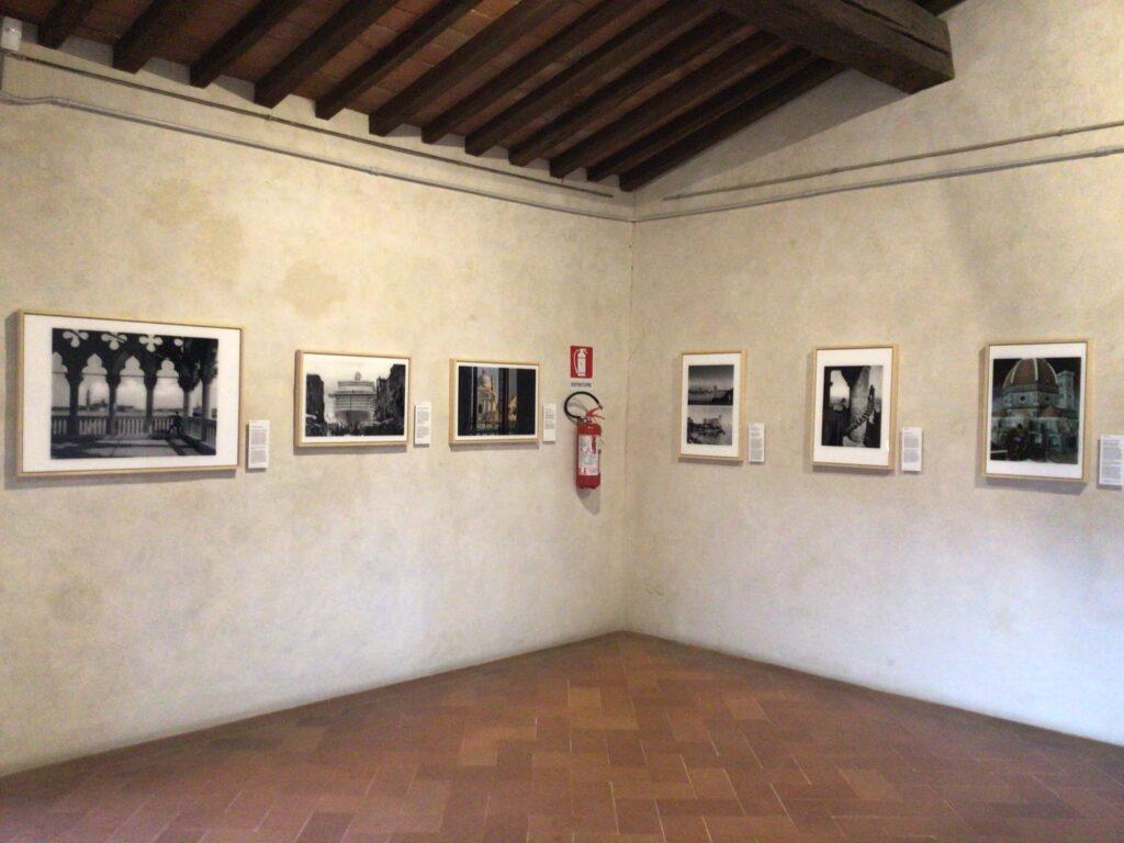 Sala mostra con opera Bresciani